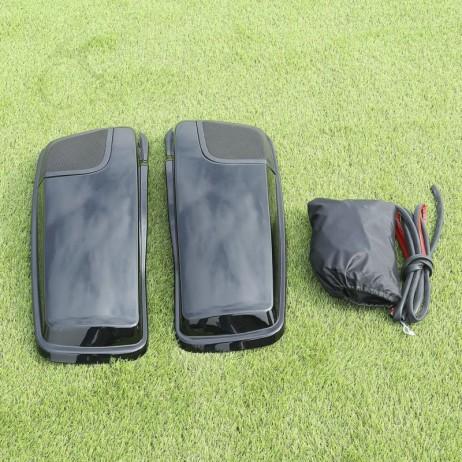 Kryty bočních kufrů s otvorem pro reproduktory