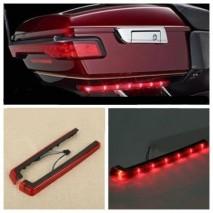 Červené LED osvětlení na zadní kufr