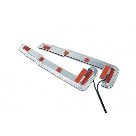 Chromovaný lem spodní části bočních kufrů s LED